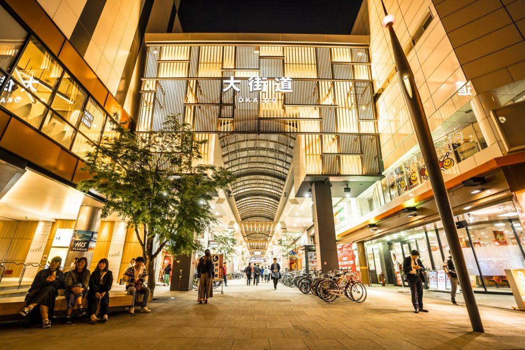 松山の繁華街入り口:大街道
