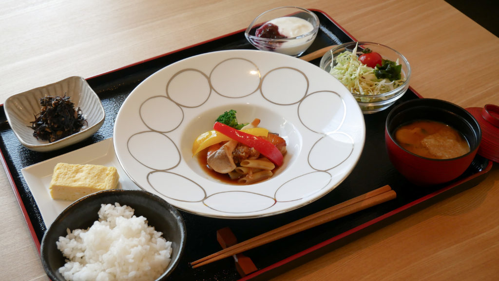 THE BONDS 朝食