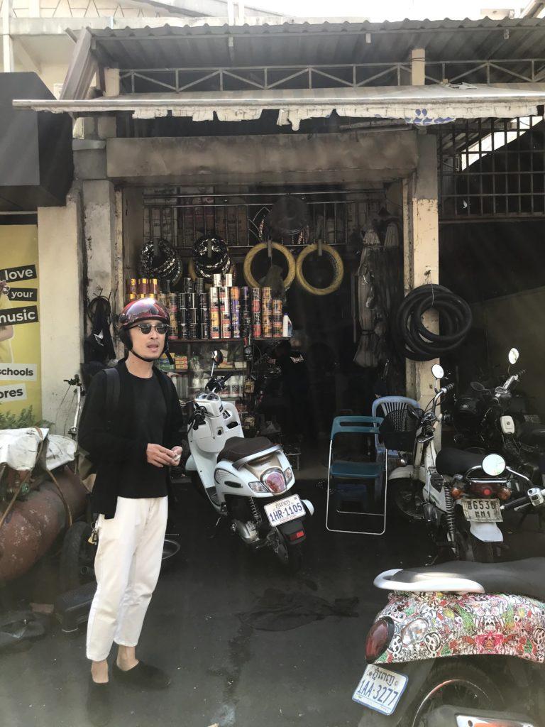 プノンペン バイク修理