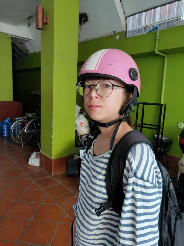 カンボジア プノンペンで中古テレビ